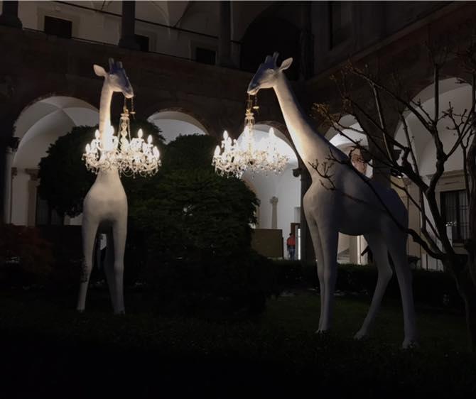 giraffe in love installazione