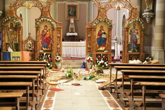 Ubriachi devastano la chiesa