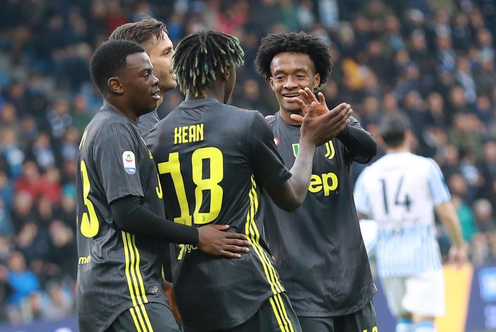 Moise Kean batte il cinque a Cuadrado dopo la rete dell'1-0 , Spal-Juventus