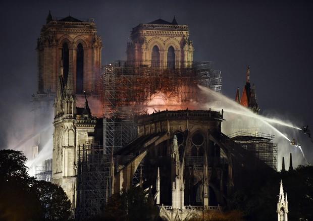 notre dame incendiata, cattedrali risorte