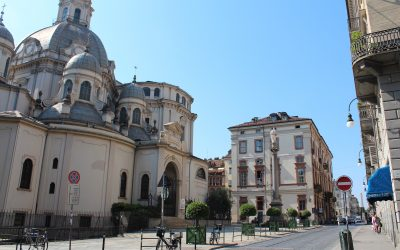Torino, l'obelisco di piazza Savoia e il mostro di via della Consolata