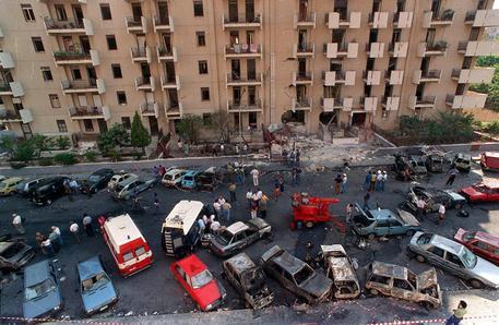 Una panoramica del luogo della strage di via D'Amelio, il 19 luglio 1992, paolo borsellino