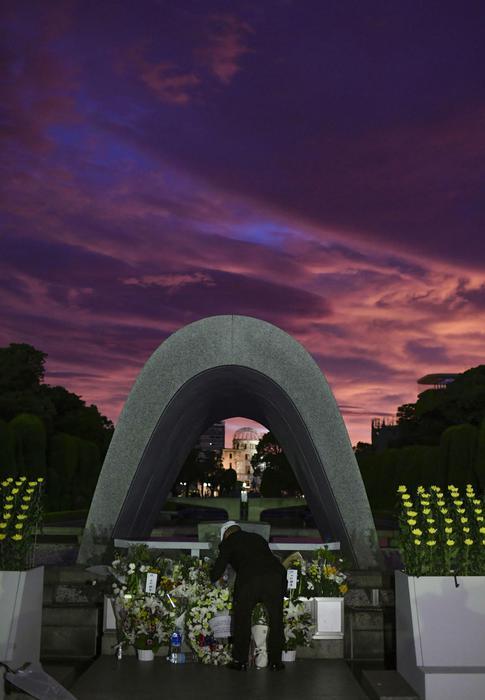 cerimonia per ricordare la bomba atomica su Hiroshima