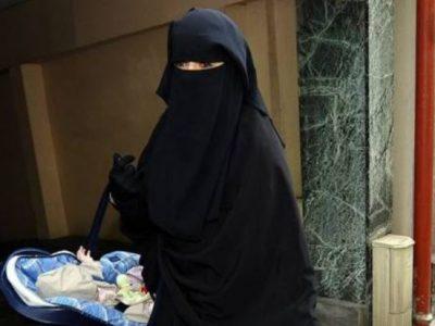 """Le donne afghane dovranno indossare """"abaya"""" e """"niqab"""""""