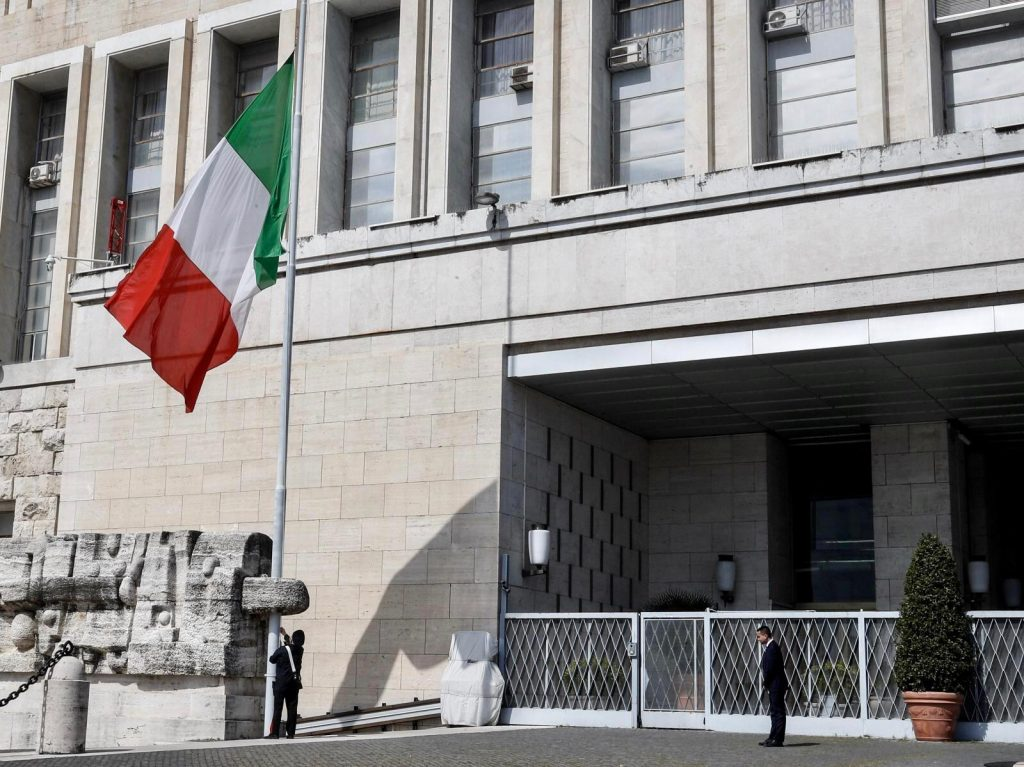 Bandiere mezz'asta Italia