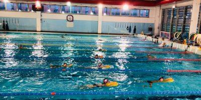 Covid e piscine: il cloro disattiva il virus, lo studio che cambia tutto
