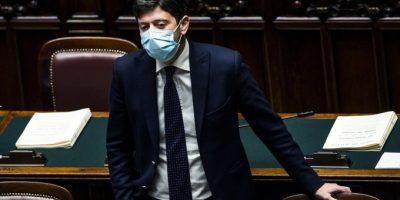 """AstraZeneca, Speranza: """"È sicuro. Su 32 milioni di dosi solo 18 morti"""""""
