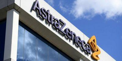 I ritardi di AstraZeneca costringono l'Ue a bloccare l'export dei vaccini