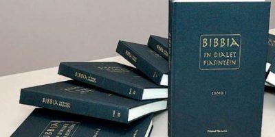 Traduce e copia a mano la Bibbia in dialetto piacentino