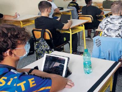 Covid, riapertura scuole troppo rischioso: uno studio evidenzia i rischi