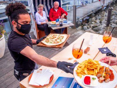 Parigi, ristoranti nei mercati rionali per cercare di arginare la crisi