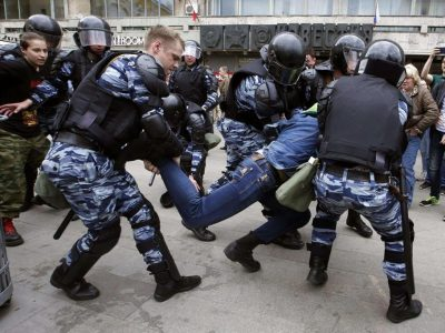 Arrestati collaboratori di Alexey Navalny, hanno violato norme anti-covid
