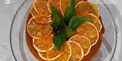 """""""È sempre mezzogiorno"""", la ricetta della chiffon cake all'arancia di Francesca Marsetti"""