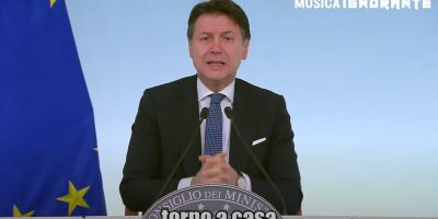 """Giuseppe Conte canta """"Torno a casa"""", parodia della hit dei Måneskin"""