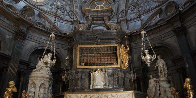 La Cappella della Sindone torna al massimo splendore: restaurato l'altare di Bertola