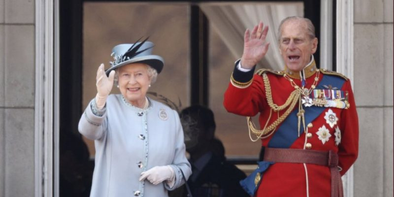 """È morto il principe Filippo, """"amato marito"""" della regina Elisabetta II"""