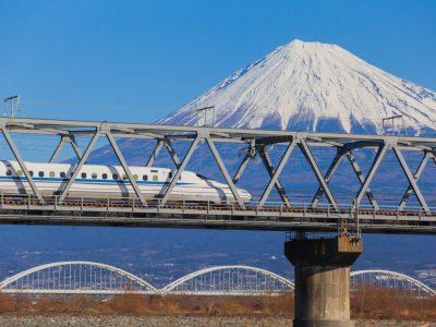 Giappone, lascia i comandi del treno e va in bagno: aperta un'inchiesta