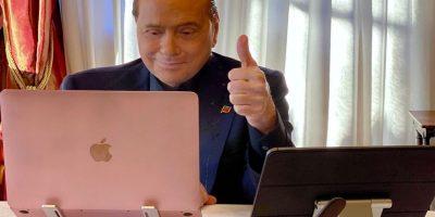 """Berlusconi bacchetta gli alleati sui vaccini: """"Non è una questione di libertà"""""""