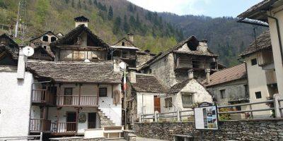 Italia paese di poeti, santi navigatori e case a 1 euro