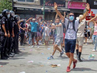 Tunisia in bilico tra democrazia e colpo di stato