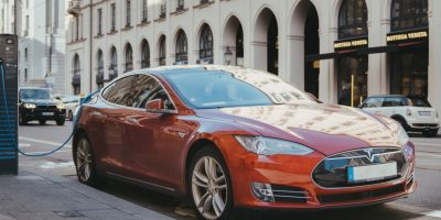 Auto elettrica, tra bonus e rottamazione la scelta migliore?