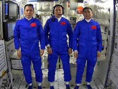 Toccano terra i primi astronauti cinesi della stazione spaziale