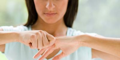 Scrocchiare le dita: una pratica deleteria o innocua per le articolazioni?